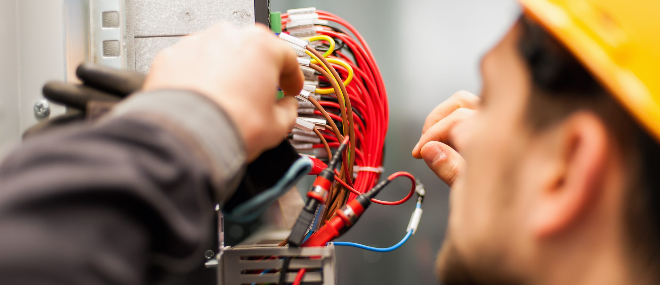 Electrician,Engineer,Tests,Electrical,Installations,And,Wires,On,Relay,Protection